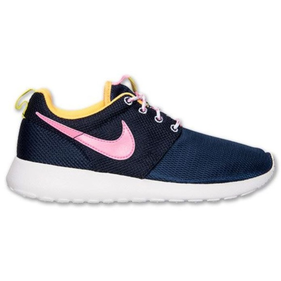fce7367b7ad9 NIB Nike Roshe Run Shoes